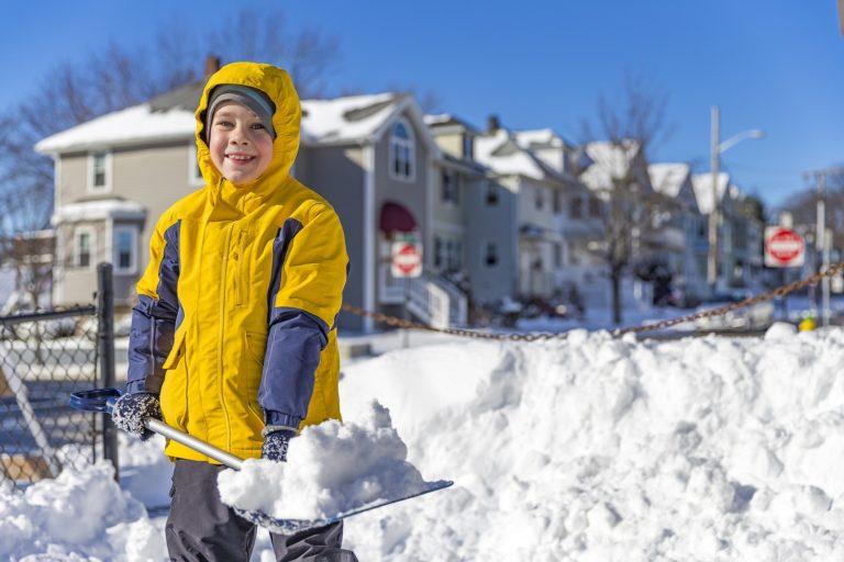 shovellingsnow 768x512